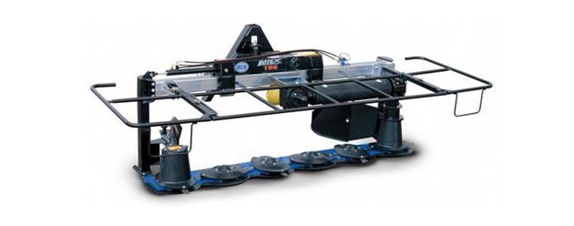 标准拖拉机上已越来越频繁地使用前端升降器
